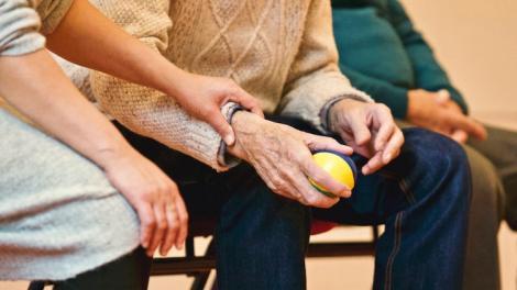 Boli cu care se pot confrunta vârstnicii – simptome și sfaturi