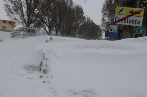 Localități în beznă din cauza viscolului, la Constanța. 40 de școli au fost închise, iar vremea rea continuă