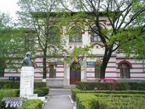 Cursurile sunt suspendate de marţi la Colegiul Hasdeu din Buzău, după ce unul dintre elevi a intrat în contact cu femeia de 73 de ani diagnosticată cu coronavirus