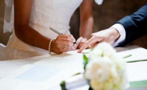 """Căsătoria civilă se va putea încheia în grădini publice, parcuri, muzee sau în alte """"locuri în aer liber"""""""