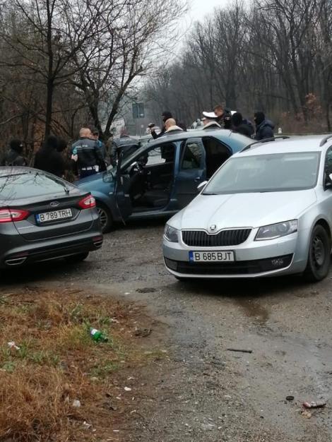 """Patru polițiști de la Rutieră, prinși în flagrant, în Olt. Cum îi păcăleau pe șoferi și cât """"costa"""" trecerea prin Pădurea Sarului"""