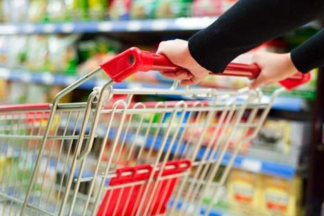 ANPC: Supermarketurile au stocuri suficiente pentru alimente și dezinfectanți, deși cererea e mare. Recomandări pentru clienți