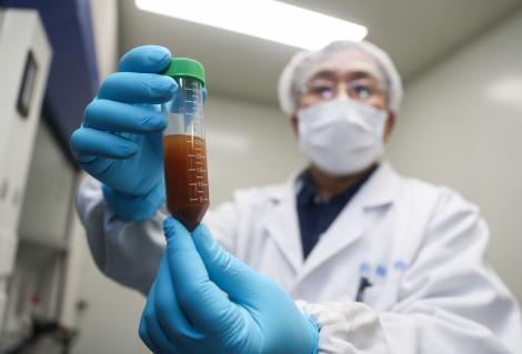 Cursa pentru un leac! Ce companii se bat pentru a trata coronavirusul? Un medicament ratat anti-Ebola, un vaccin intranazal, la un pas să fie lansate pe piață