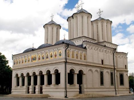Patriarhia Română îndeamnă parohiile şi mănăstirile să respecte măsurile dispuse de autorităţile publice: Lăcaşurile de cult vor fi deschise zilnic, întreaga săptămână