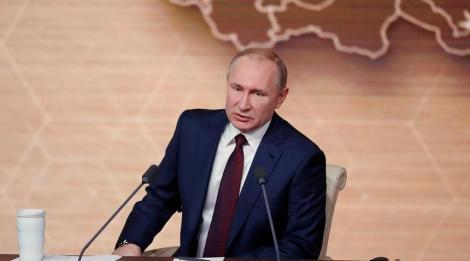 Kremlinul le solicită jurnaliştilor bolnavi să stea la distanţă de Putin
