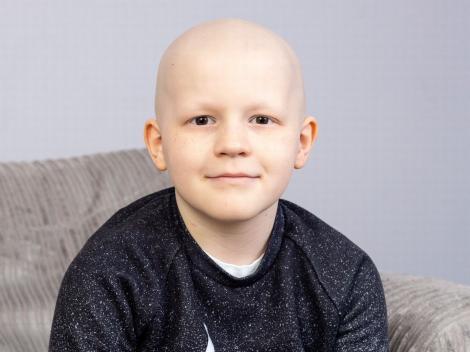 """""""Mamă, ce pumn i-am dat cancerului!"""". 9 ani. Cel mai curajos băiețel din lume. I-au scos ficatul, l-au pus la loc"""