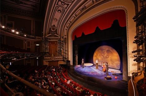 Ce teatre vor trasmite gratuit spectacolele, live, pe facebook