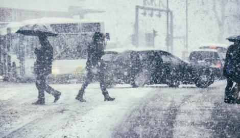 Iarnă în România, în mijlocul primăverii. Regiunile din țară în care sunt așteptate ploi și ninsori