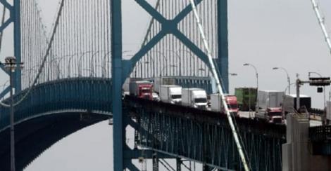 SUA îşi închid frontiera cu Canada traficului neesenţial, anunţă Trump