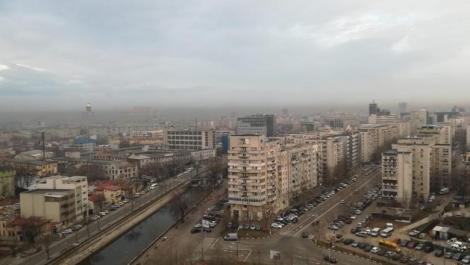 """Poluarea din București a atins un nivel record. Oamenii sunt revoltați: """"Se simte miros de fum!"""" Autorițățile, în ședință de urgență"""