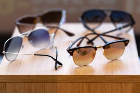 Retailer de optică: Vânzări record de ochelari în weekend-ul de Mărţişor. Clienţii au cumpărat ochelari inclusiv pentru protecţia împotriva coronavirus