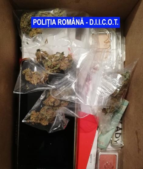 Mehedinţi: Patru persoane reţinute, după ce doi bărbaţi au primit un colet din Belgia cu cocaină şi cannabis