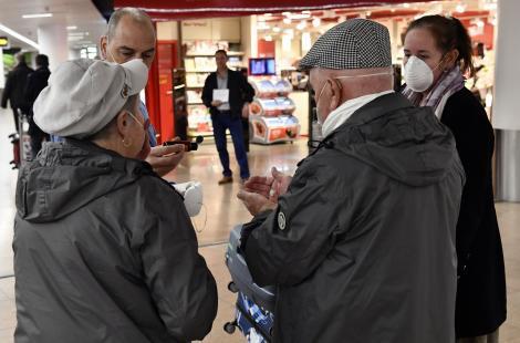Între 08:30 şi 10:30 accesul în magazine şi farmacii va fi rezervat exclusiv bătrânilor. Bulgaria, noi măsuri extreme împotriva Covid19
