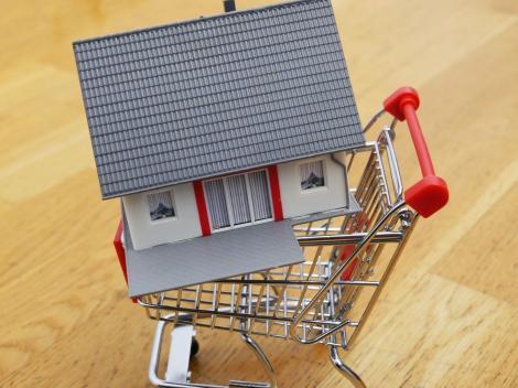 Cât costă și cine plătește actele de vânzare-cumpărare la un apartament