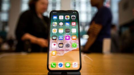 """iPhone """"creşte"""" anul acesta la 6,7 inch şi va include un nou tip de stabilizare a imaginii"""
