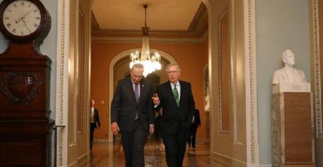Senatul american eşuează în două rânduri să adopte un gigantic plan de ajutorarea a economiei americane, probabil deja în recesiune