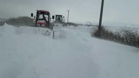 Infotrafic: Două drumuri naţionale şi 18 drumuri judeţene, închise din cauza viscolului şi a ninsorii