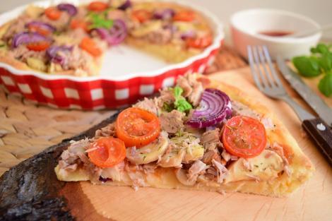 Rețetă cu pește. Rețetă de tartă aperitiv cu file de ton și ciuperci