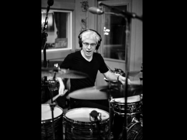 Bateristul Bill Rieflin, colaborator al King Crimson, Ministry şi R.E.M., a murit la vârsta de 59 de ani