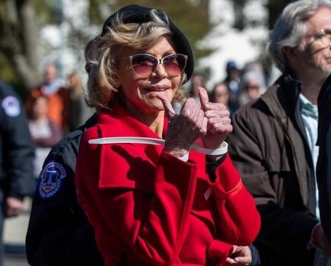 Jane Fonda continuă online seria de proteste faţă de măsurile ce trebuie luate cu privire la schimbările climatice