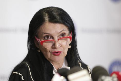 DNA, despre imaginile cu Sorina Pintea încătuşată: Nici DNA nici procurorul de caz nu au atribuţii în ceea ce priveşte transportul şi escortarea persoanei arestate, acestea revenind exclusiv instituţiei în custodia căreia se află