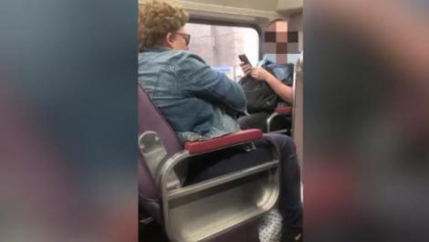 """Reacția virală a unui bărbat după ce o femeie a tușit în fața lui, în tren, fără să-și acopere gura. """"Este dezgustător""""-Video"""