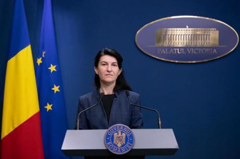 Violeta Alexandru îşi menţine declaraţiile privind dublarea alocaţiilor şi creşterea pensiilor, dar precizează că nu este cea care gestionează bugetul