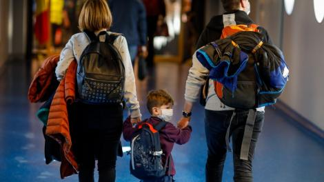 Ce se întâmplă cu stimulentul de inserție pentru părinții care vor să revină la serviciu, dar al căror angajator şi-a suspendat activitatea. Anunțul făcut de ministrul Muncii