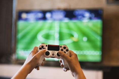 PlayStation sau Xbox? Ce consolă să-ți cumperi în 2020?