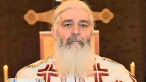 Un preot urmărit de jumătate de milion de oameni îndeamnă poporul să vină la  Înviere