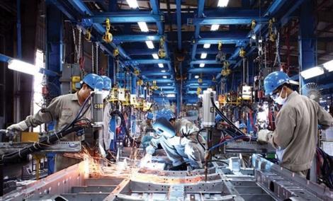 INS: Producţia industrială a scăzut în primele două luni cu 2,6% faţă de anul trecut