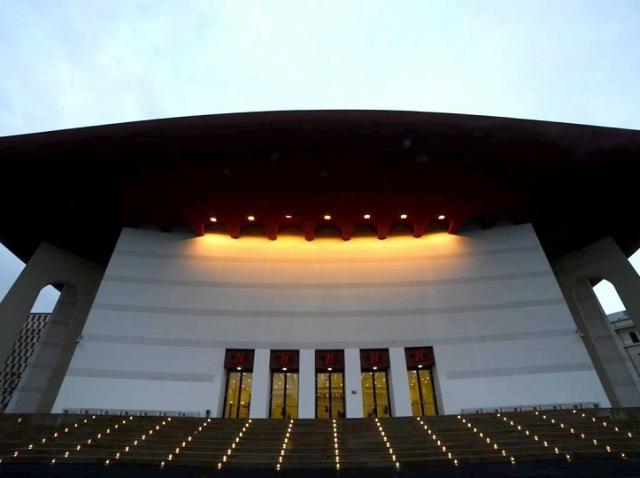 Spectacolele de la Teatrul Naţional Bucureşti, suspendate încă o lună