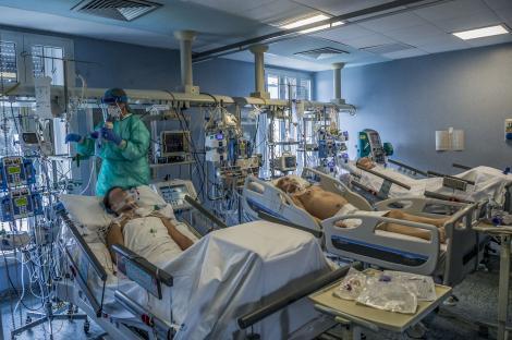 """Dezvăluiri din spitalul de la Suceava: """"Pacienții simt cioburi de striclă în plămâni. Te taie în interiorul pieptului şi este foarte dureros să respiri"""""""