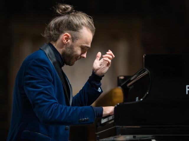 """Dirijorul Christian Badea şi pianistul Daniel Ciobanu deschid joi stagiunea online a Filarmonicii """"George Enescu"""""""