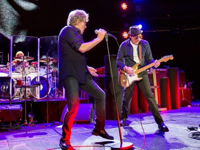 Pete Townshend lucrează, în izolare, la un nou album The Who