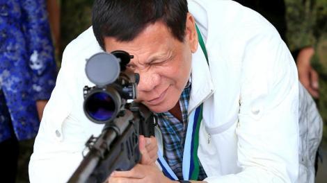 """Oamenii care fug din carantină, împușcați de forțele de ordine! Președintele filipinez: """"Dacă îmi faci probleme, te bag în mormânt"""""""