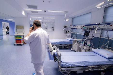 """Medic din Pitești, acuzat că a infectat zeci de persoane""""A refuzat să poarte echipament și să fie testat pentru COVID-19!"""""""