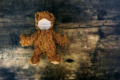 Un copil dintr-un centru de plasament de la Iași, grav bolnav, depistat cu COVID-19! Care este starea lui
