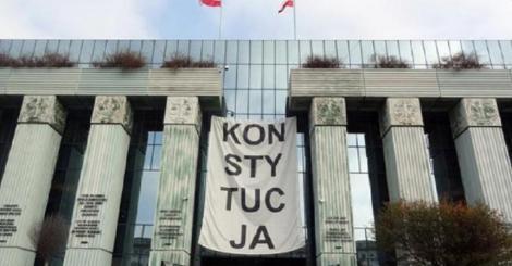 UE deschide o nouă procedură împotriva Poloniei cu privire la reducerea la tăcere a judecătorilor şi dă termen două luni guvernului PiS să răspundă acestor îngrijorări