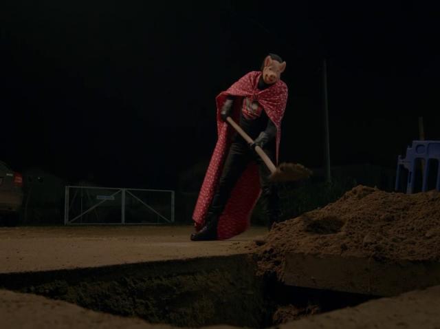 În Mangalița apare un supererou: Păzitorul Orașului iese pe străzi noaptea, să repare ce nu face primarul - Galerie foto