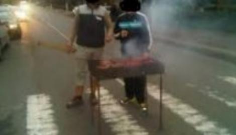 Ce stare de urgență?! Cinci brăileni și-au pus grătarul în stradă și au dat muzica tare! Ce au descoperit polițiștii