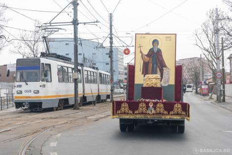 """Racla cu moaștele Sfântului Dumitru, scoasă pe străzile din București pentru """"a ajuta la combaterea epidemiei de coronavirus din România"""" - VIDEO"""