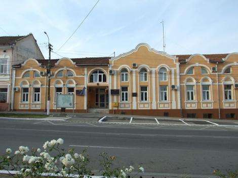 În oraşul Buziaş din judeţul Timiş, acoperirea nasului şi a gurii devine obligatorie/ Amenda pentru nerespectarea deciziei este 100 de lei