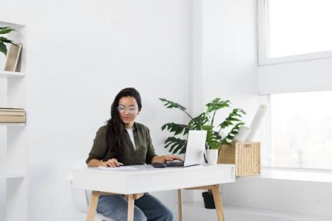 Cum se ajustează corect un scaun de birou
