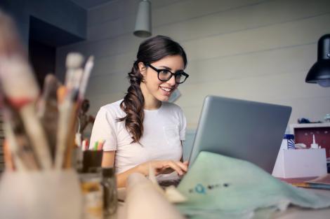 Cum să ai un birou ordonat - tips & tricks