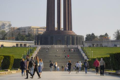 E oficial! Se deschid toate parcurile şi grădinile publice din Capitală. Data anunțată de primarul Gabriela Firea