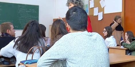 """Examenul de Evaluare Națională 2020 ar putea fi amânat. Părinții și elevii cer măsuri urgente: """"Este total lipsit de responsabilitate"""""""