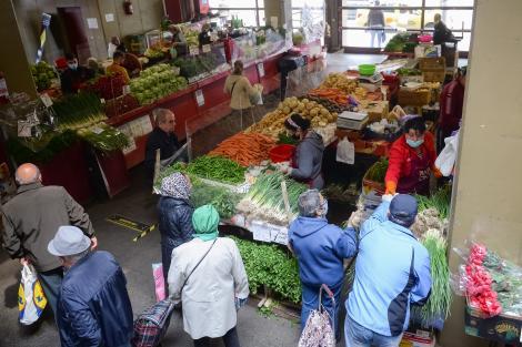 Românii au cheltuieli tot mai mari. Cartofii se vând cu sume record, aproape de prețul unui kilogram de carne