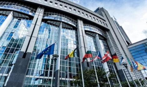 Eurodeputaţii solicită UE să impună sancţiuni Ungariei şi să oprească finanţarea