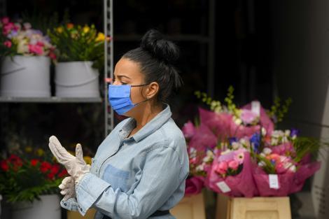 Vei purta mască din 15 mai. Atenție, poate provoca acnee sau chiar herpes. Sfaturi utile de la dermatologi